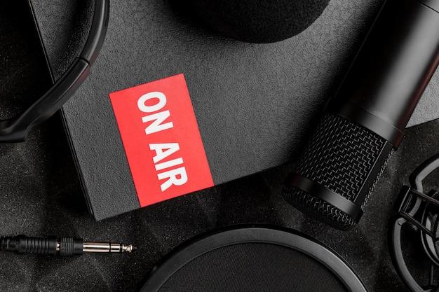 Vue de dessus du concept de radio en direct