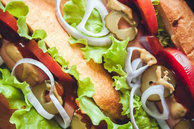 Vue de dessus du contenu des hot dogs, macro