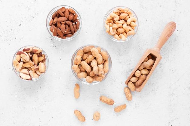 Vue de dessus du délicieux arrangement de noix