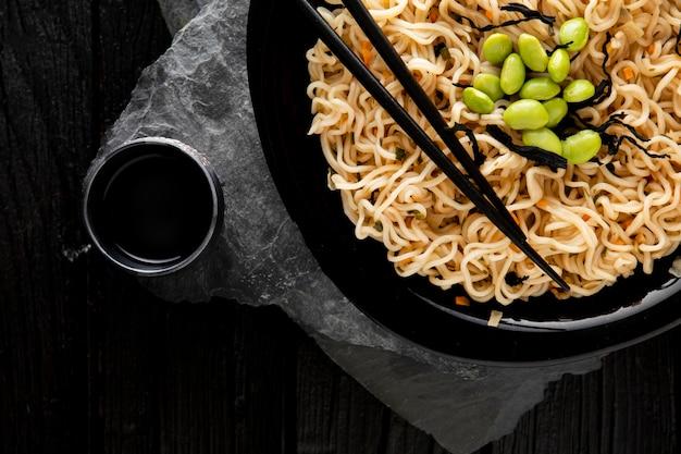 Vue de dessus du délicieux concept de ramen