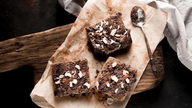 Vue de dessus du délicieux gâteau au chocolat