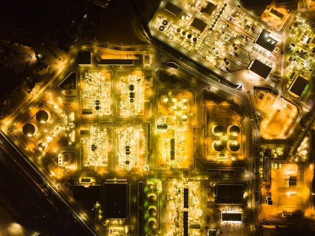 Vue de dessus du drone d'une usine pétrochimique