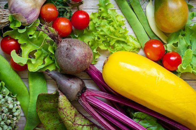 Vue de dessus du fond de légumes frais