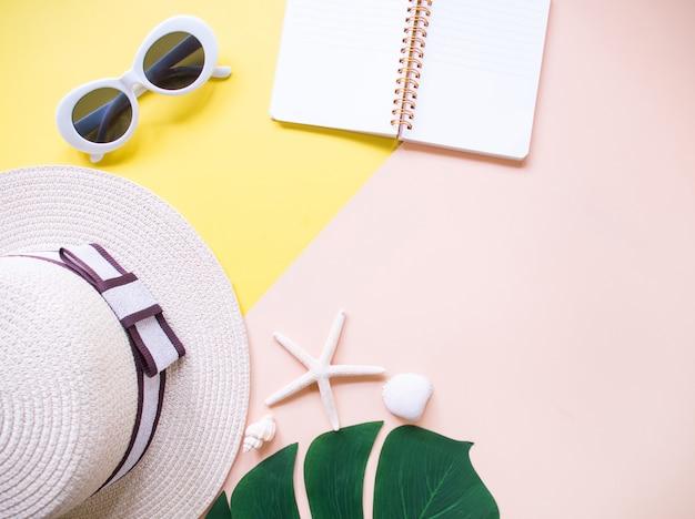 Vue de dessus du fond de vacances d'été et un style minimal.
