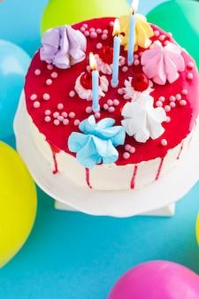 Vue de dessus du gâteau d'anniversaire