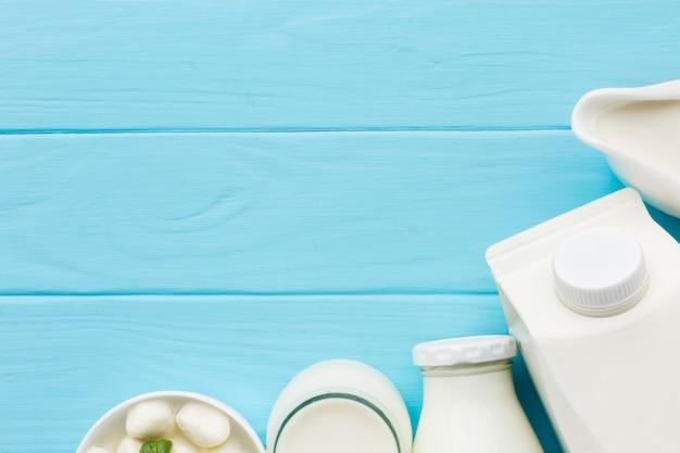 Vue de dessus du lait biologique avec espace copie