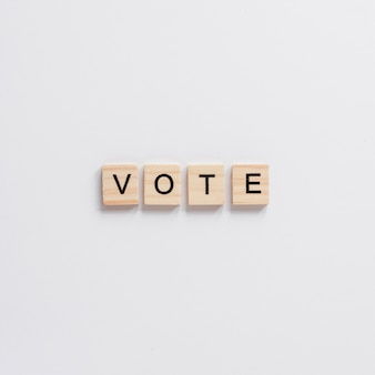 Vue de dessus du mot de lettre en bois de vote