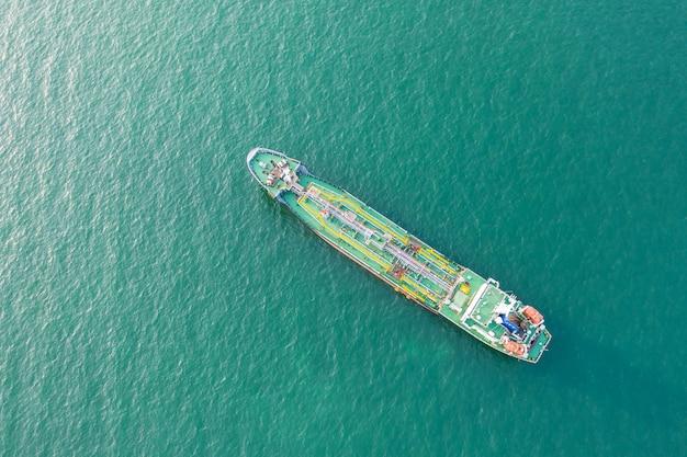 Vue de dessus du navire transportant le gpl et le pétrolier en mer