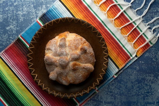 Vue de dessus du pan de muerto cuit au four