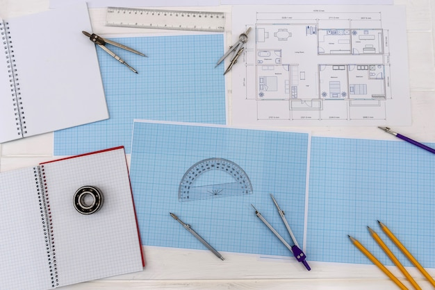 Vue de dessus du papier millimétré avec plan de la maison