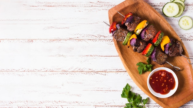Vue de dessus du plateau de restauration rapide arabe délicieux