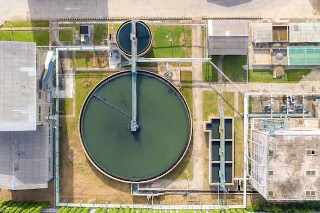 Vue de dessus du réservoir de sédimentation du clarificateur à contact solide de recirculation