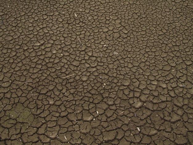 Vue de dessus du sol sec et craquelé. concept de réchauffement climatique, de changement climatique et d'el nino