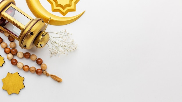 Vue de dessus sur les éléments décoratifs du nouvel an islamique