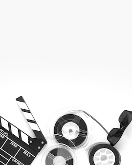 Vue de dessus des éléments du film arrangement sur fond blanc avec espace de copie