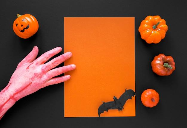 Vue de dessus des éléments d'halloween fantasmagoriques avec des citrouilles