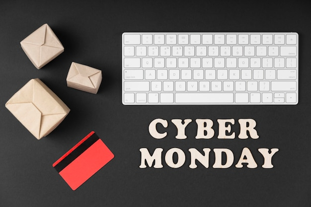 Vue de dessus des éléments de vente cyber lundi sur fond noir