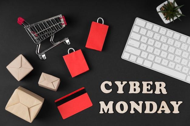 Vue de dessus des éléments de vente cyber lundi sur fond sombre