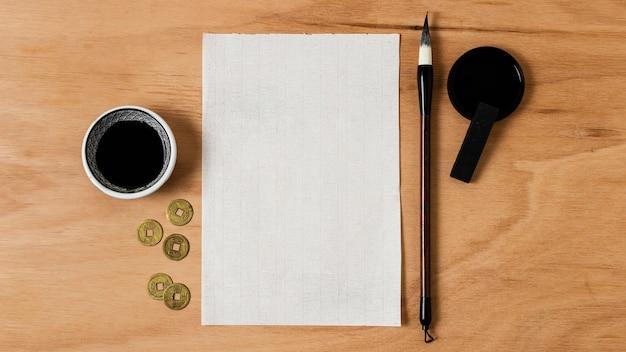 Vue de dessus encre de chine avec composition de carte vide