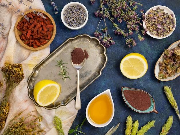 Vue de dessus des épices et herbes médicinales naturelles