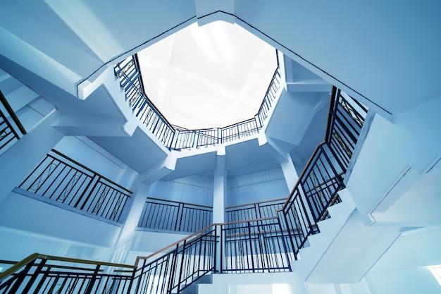 Vue de dessus d'un escalier en colimaçon
