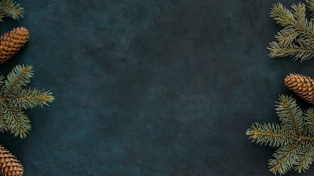 Vue de dessus de l'espace de copie d'aiguilles de pin d'hiver mignon