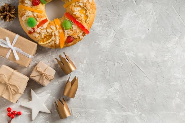 Vue de dessus de l'espace de copie de dessert roscon de reyes