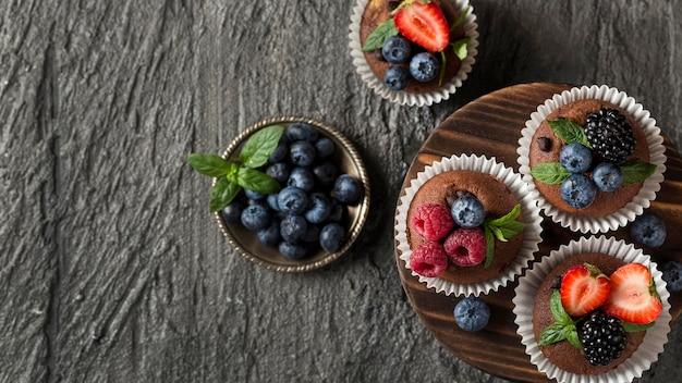 Vue de dessus de l'espace de copie de muffins savoureux