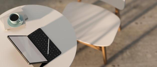 Vue de dessus de l'espace de travail portable de rendu avec tablette numérique et tasse à café sur la table ronde blanche avec chaise blanche