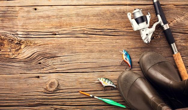 Vue de dessus des essentiels de pêche avec espace copie