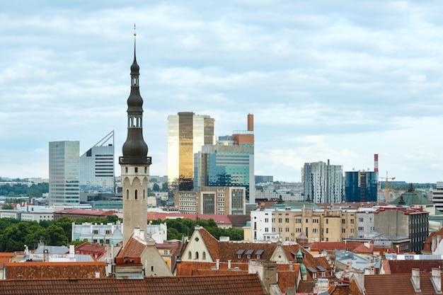 Vue de dessus d'été de la ville de tallinn (estonie).