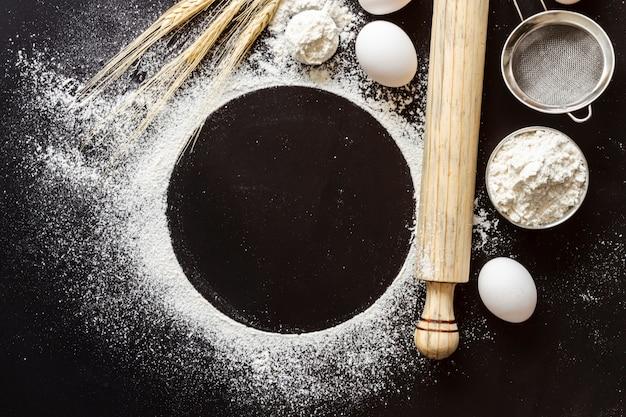 Vue de dessus de la farine avec pagaie