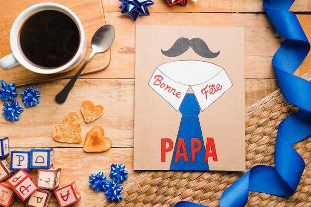Vue de dessus fête des pères dessin sur la table