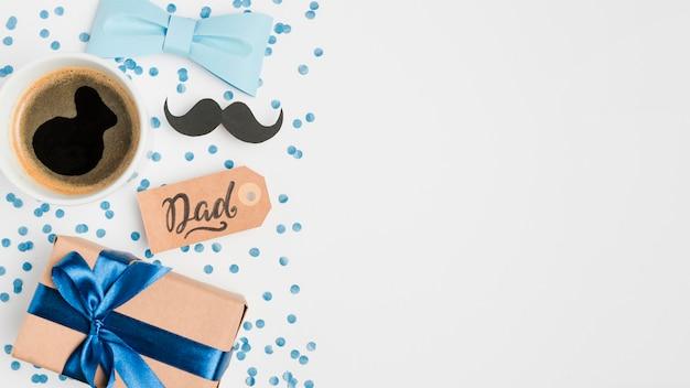 Vue de dessus fête des pères présente avec copie espace