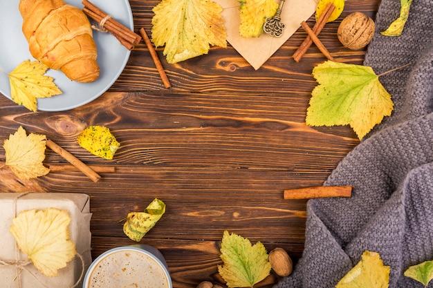 Vue de dessus des feuilles d'automne avec espace de copie