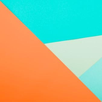 Vue de dessus des feuilles de papier colorées