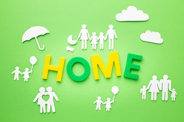 Vue de dessus des figures de famille avec concept de maison