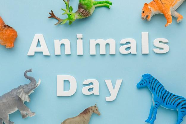 Vue de dessus des figurines animales pour la journée des animaux