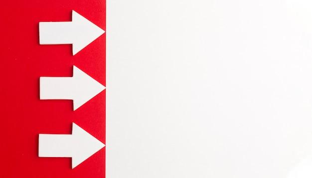 Vue de dessus des flèches avec espace copie