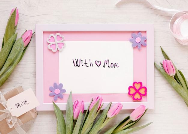 Vue de dessus fleurs et arrangement de cadre