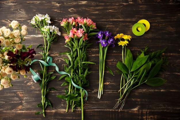 Vue de dessus des fleurs, faisant le bouquet