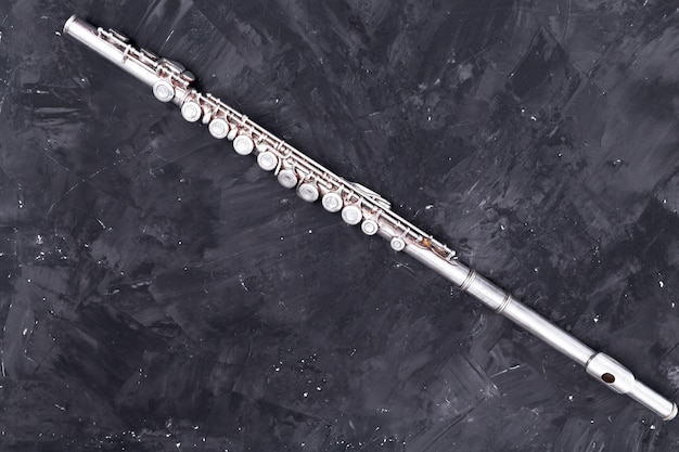 Vue de dessus de la flûte en métal