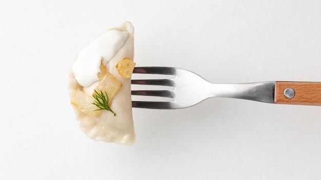 Vue de dessus fourchette avec de la nourriture délicieuse