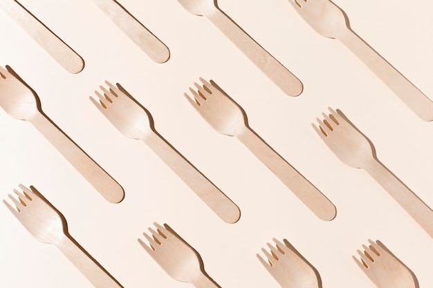 Vue de dessus des fourchettes en carton bio