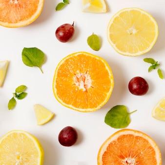 Vue de dessus des fruits biologiques sur la table