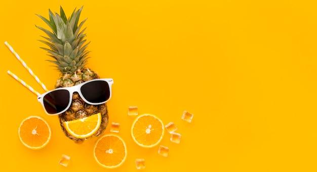 Vue de dessus des fruits d'été avec espace copie