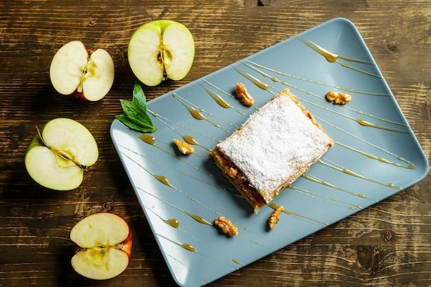 Vue de dessus de gâteau aux pommes. pâtisserie, en gros plan