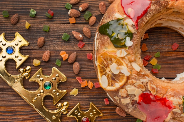 Vue de dessus gâteau épiphanie roscon de reyes et amandes