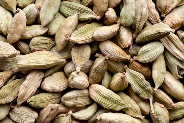 Vue de dessus des graines de cardamome