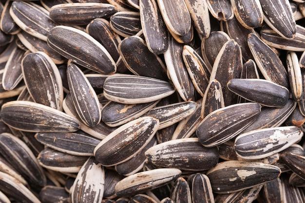 Vue de dessus des graines de tournesol noir angl